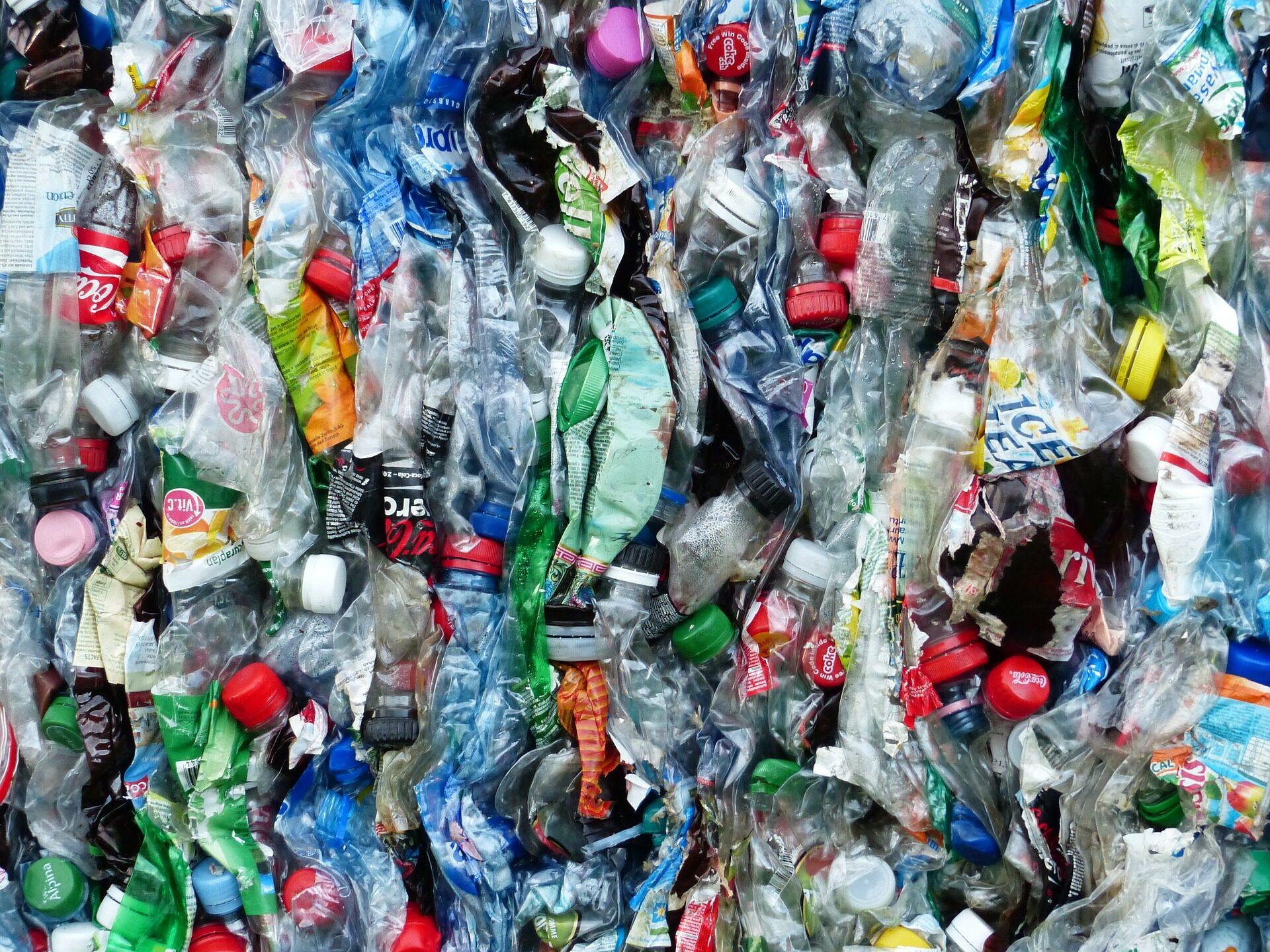 Un nou tip de plastic ar putea îmbunătăți reciclarea extrem de mult