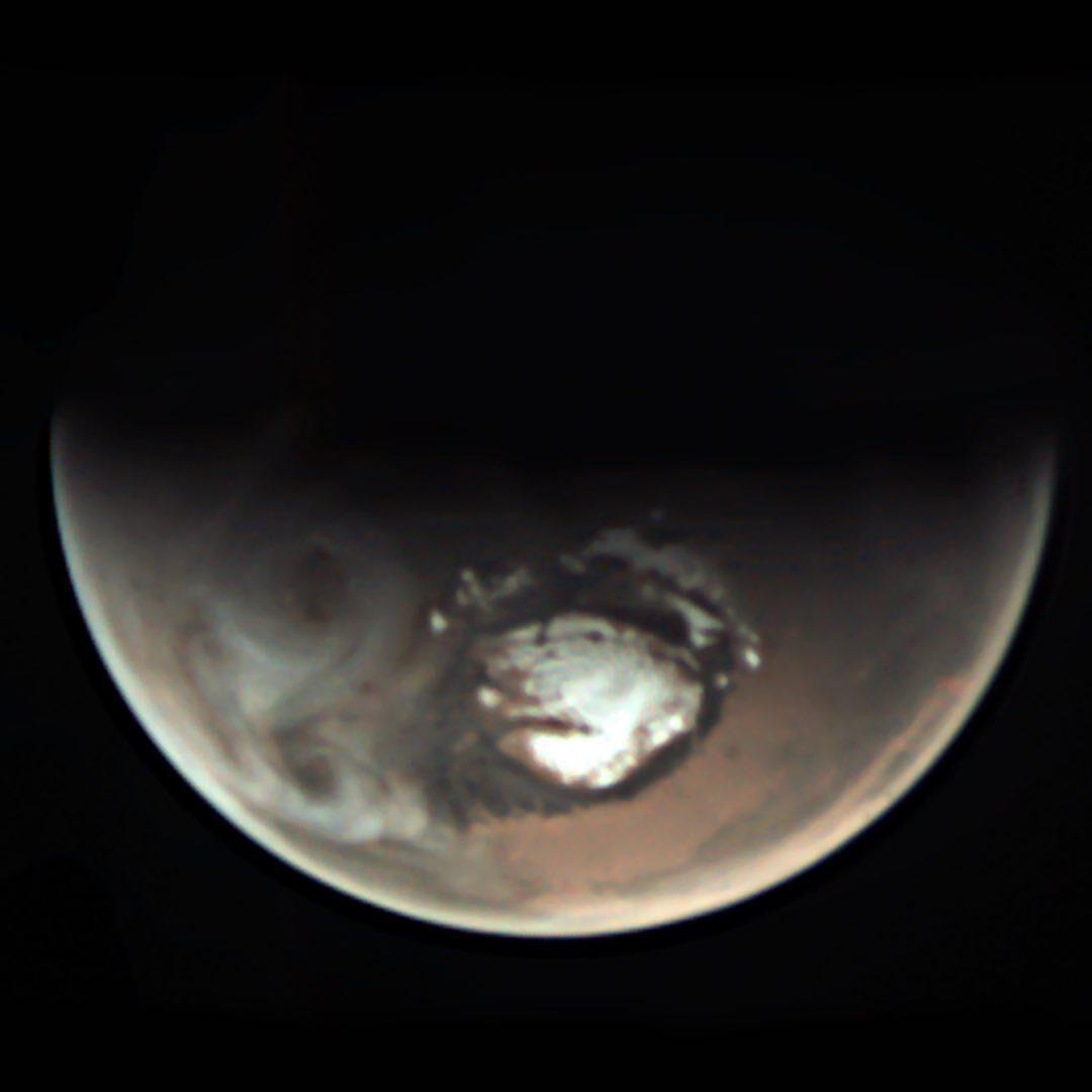 Iazuri de apă lichidă descoperite pe Marte, sub calota polară