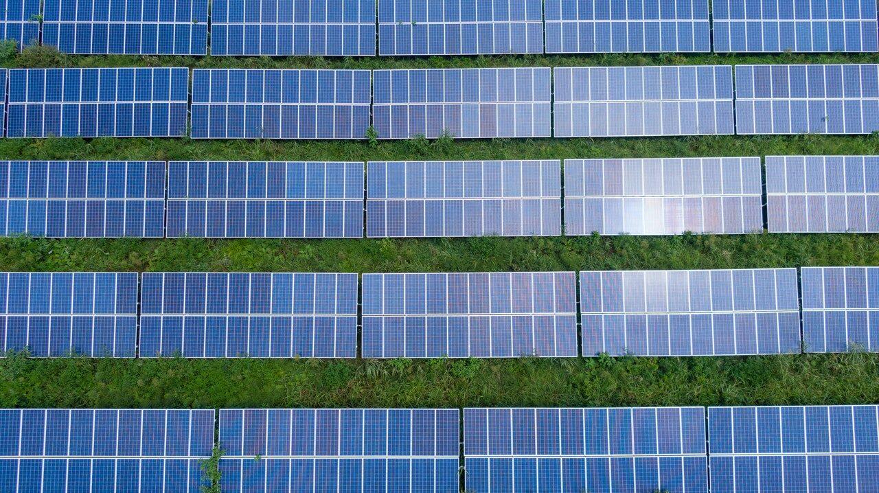 Energia solară este cea mai ieftină sursă de energie electrică din lume (Raport)