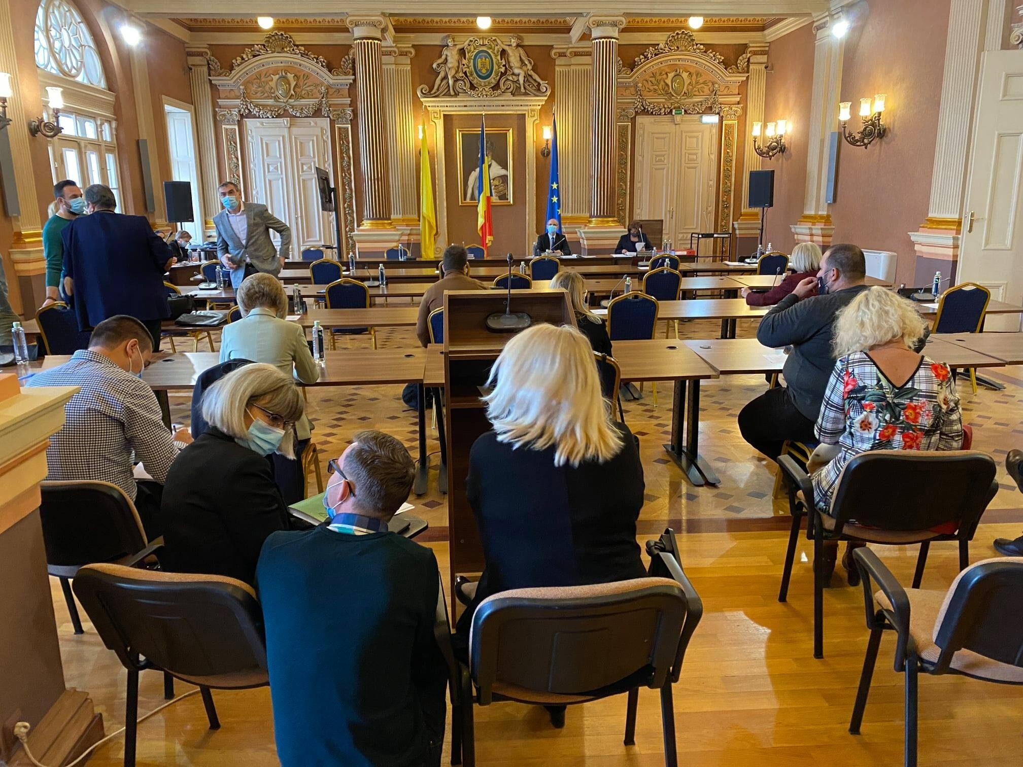 Administrația din Arad nu a dorit alegerea viceprimarilor, în schimb a supus la vot un PUZ cu probleme