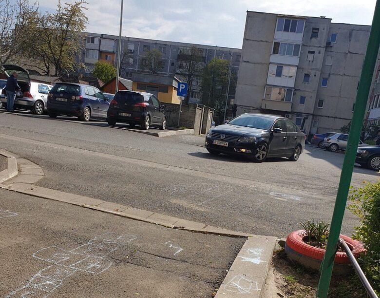 """[Cetățenii întreabă] Cum de """"noile"""" parcări au ajuns să fie folosite drept locuri de joacă?"""